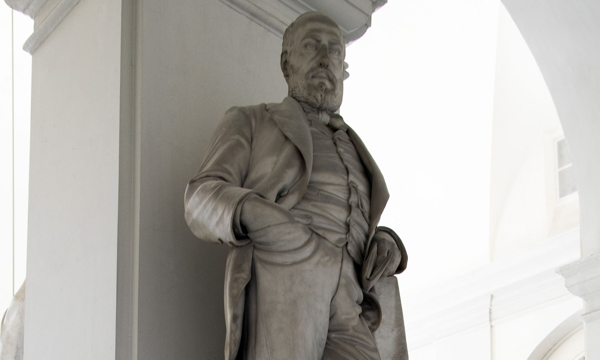 statue_giovanni-battista-dentone_01 - Albergo dei Poveri Genova